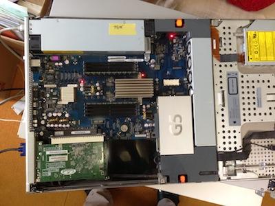 XserveG5の電源ユニット交換修理2